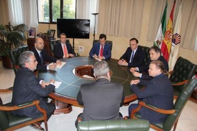 Un momento de la reunión de representantes de la Universidad de Córdoba y Krasfarma
