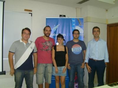 Los ganadores con los organizadores del torneo