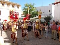 La banda de cornetas y tambores Nuestra Señora de Luna llega a la Facultad de Filosofía en  la Plaza del Cardenal Salazar