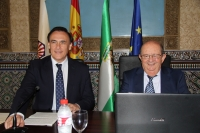 José Carlos Gómez Villamandos y Miguel Valcárcel, durante la inauguración de la conferencia en la Sala Mudéjar.