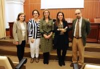 A la izquierda, Mª Dolores Muñoz Dueñas, con los participantes en la mesa redonda sobre mujeres y exportación.