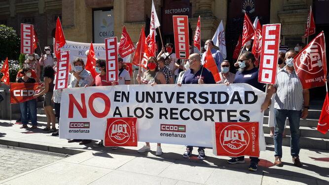 Concentracion UGT y CCOO contra recortes Junta de Andalucía