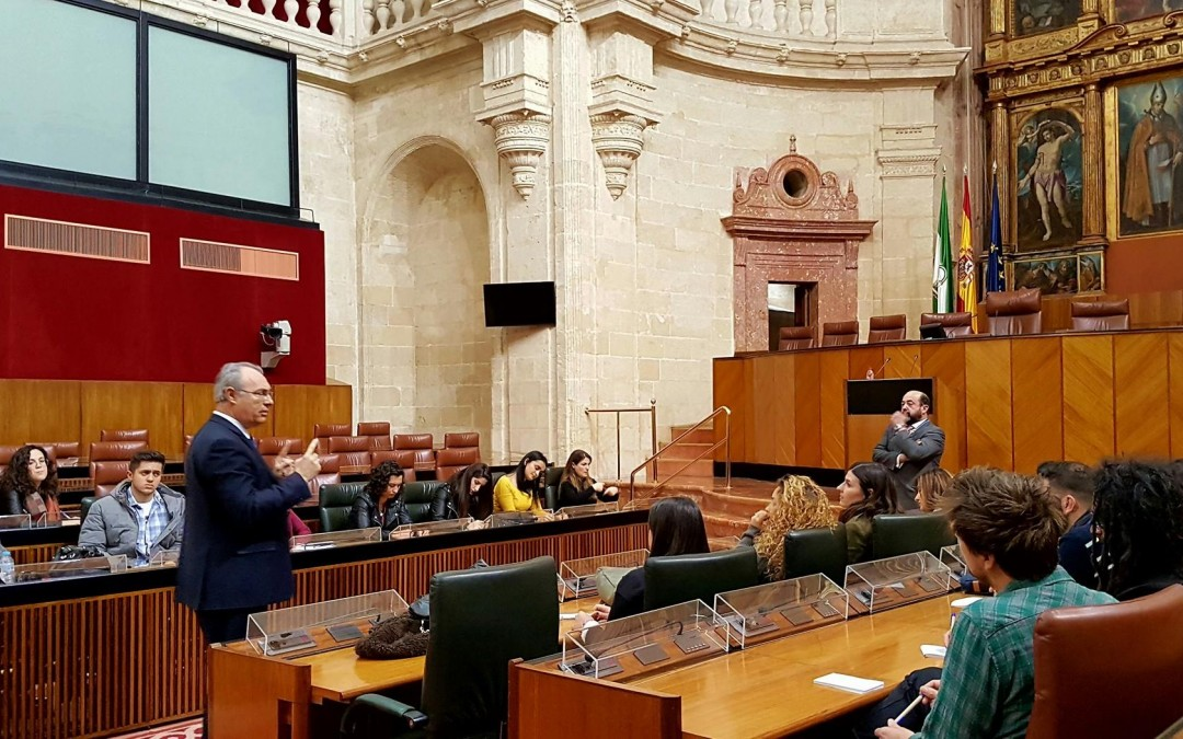 Alumnos del Máster de la Cátedra Unesco visitan el Parlamento andaluz