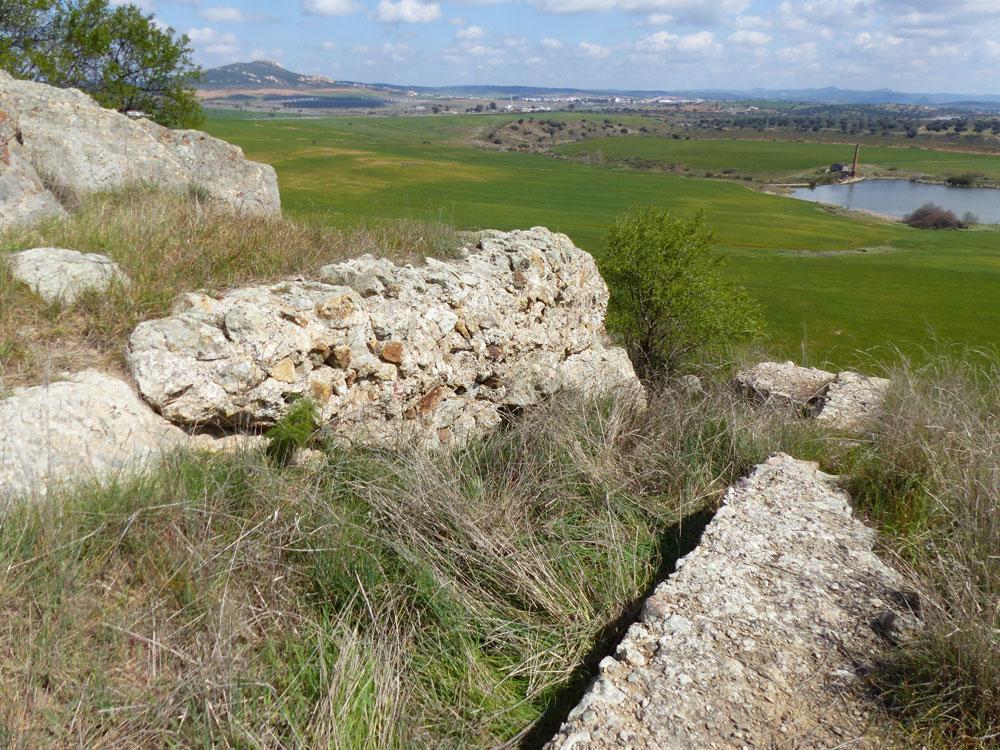 Construccion de opus caementicium en la Acropolis de Mellaria. ©Antonio Monterroso Checa
