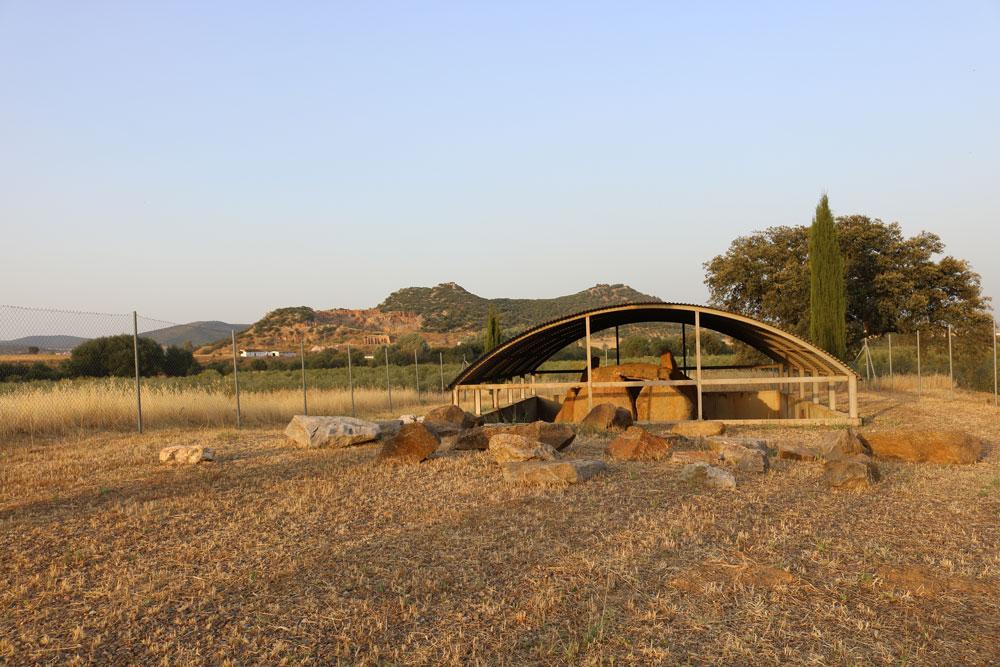 Vista del dolmen de la Casa del Don Pedro_1 ©Araceli Cristo Ropero