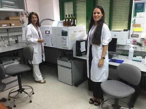 Nati y Lourdes en el lab