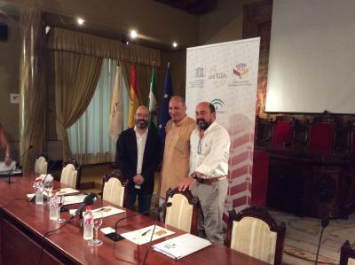 De izquierda a derecha, Luis Medina, Ramin Jahanbegloo y Manuel Torres en la presentación del curso