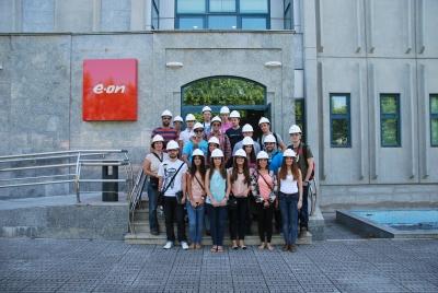 Estudiantes y profesora de la Escuela Politécnica Superior de Belmez durante la visita