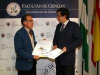 Rafael Marín (izq) de Emacsa y Manuel Blázquez durante la presentación de la jornada