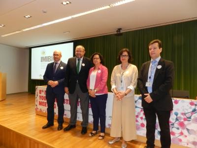 La vicerrectora de Investigación de la UCO, Maria Teresa  Roldán, en el centro, junto con otras autoridades en la inauguración de las jornadas