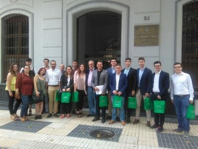 Integrantes del Laboratorio Jurídico sobre Desahucios ante la Oficina del Defensor del Pueblo Andaluz el pasado mes de mayo