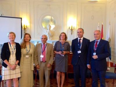 Anabel Carrillo, en el centro, junto a profesores y participantes en el curso de la UIMP