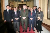 Foto de familia de representantes de la Universidad y del Colegio de Abogados, tras la firma del acuerdo