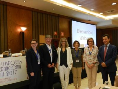 En la foto, Justo P. Castaño junto a miembros de la organización y ponentes del simposio