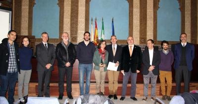 Foto de familia de participantes en la jornada científica celebrada en el Rectorado de la UCO