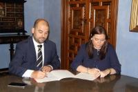 Enrique Quesada y Ana María Carrillo, durante la firma del acuerdo.