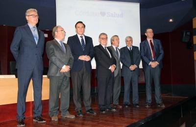 Foto de familia de autoridades asistentes a la presentación de