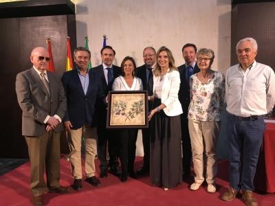 Entrega de un cuadro en reconocimiento de la ciudad a la Escuela Técnica Superior de Agrónomos