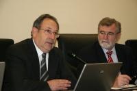 El rector de la Universidad de Concepción, Sergio Lavanchy, se dirige a los miembros del Consejo de Gobierno en el que se ha aprobado un convenio para recuperar las instalaciones científicas de la UDEC