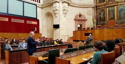El presidente del Parlamento Andaluz se dirige al alumnado del Máster.