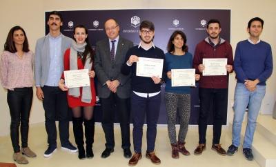 El vicerrector de Infraestructuras y Sostenibilidad, Antonio Cubero Atienza, con los ganadores y personal técnico del SEPA