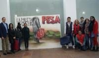 A la izquierda el decano de la Facultad de Filosofía y Letras, Eulalio  Fernández, con representantes de Cruz Roja y participantes en la campaña