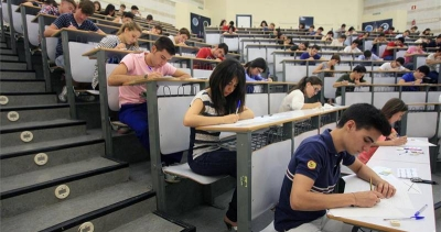 Estudiantes realizando las pruebas de Selectividad en Rabanales
