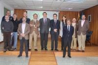 Foto de familia de autoridades asistentes a la inauguración de las dos nuevas salas de Rabanales