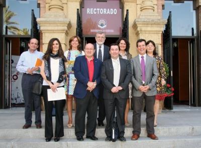El rector, José Manuel Roldán, con el resto de integrantes del Comité Ejecutivo de la Sectorial de I+D