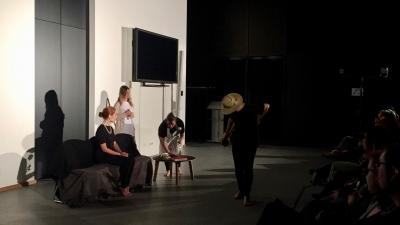 Un momento de la representación en Luxemburgo de la obra del Grupo de Teatro de la UCO