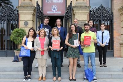 Foto de autoridades y participantes de UCOPoética 2018
