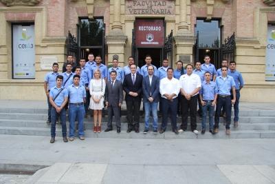 Foto de familia de representantes de las universidades de Córdoba y Nacional de Honduras