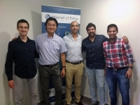 En el centro: Rafael Shu Choi  (Product Manager) y David Ruiz (Director Técnico) de INTERNET OF THINGS, S.L.