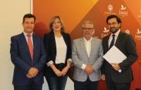 De izquierda a derecha, Justo Castaño, Julieta Mérida, Manuel Pineda y Álvaro Granados del Río, tras la firma del acuerdo.