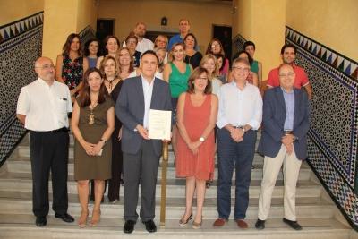 Foto de familia del equipo de dirección junto a representantes del SEPA