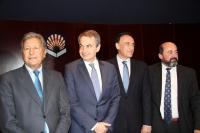De izquiera a derecha, Sami Naïr, José Luis Rodríguez Zapatero, José Carlos Gómez Villamandos y Manuel Torres Aguilar, minutos antes del inicio de la conferencia de clasusura
