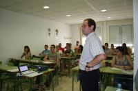 El profesor Luis Parra, durante su intervención en los Seminarios de Lucena