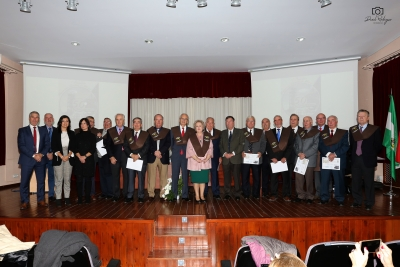 Foto de familia de autoridades y alumnos de la 1ª Promoción de Ingenieros Técnicos de Minas