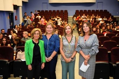 De izquierda a derecha, Julia Muñoz, Auxiliadora López, Rosario Mérida y Julia Romero, en la inauguración de las jornadas
