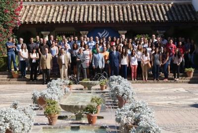 Foto de familia de asistentes al acto