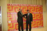 Torres (izq) y Ruiz, tras la firma del convenio
