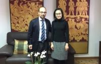 Triyaporn Boonsiriya, Ministra Consejera de la Oficina de Asuntos Comerciales Embajada Real de Tailandia con el profesor Antonio Ruiz
