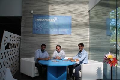 Marcio Machado, de Ulbratech, Juan Ramón Cuadros, de Rabanales 21, y Agustín Prieto, de la empresa Mitlan.