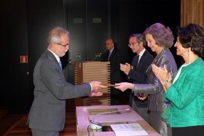 Desiderio Vaquerizo recoge el premio de manos de Doña Sofía