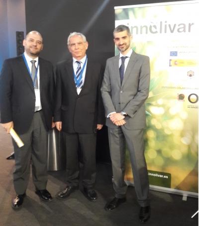 De izqda. a dcha.el vicerrector de Innovación, Enrique Quesada, el director científico de INNOLIVAR, Jesús Gil, y el subdirector general de Fomento de la Innovación, Juan Manuel Garrido.