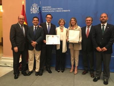 En el centro, José Carlos Gómez Villamandos, Isabel García Tejerina y Rosa Gallardo Cobos, acompañados por Adolfo Peña (a la izquierda) y Alfonso García-Ferrer y Enrique Quesada Moraga (a la derecha)