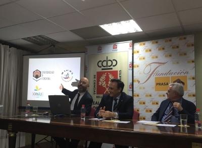 De izquierda a derecha, Luis Medina, José Carlos Gómez Villamandos y José Roldán Cañas.