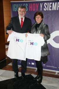 El rector José Manuel Roldán y la secretaria general de la UCO, Julia Angulo, han sido los primeros en posar en el photocall