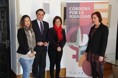 De izq. a dcha., Ana María Guijarro Carmona, José Carlos Gómez Villamandos, Isabel Ambrosio Palos y Ana Díaz Navarrete