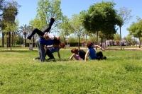 Improvisación de Contact Dance en el parque de Miraflores.